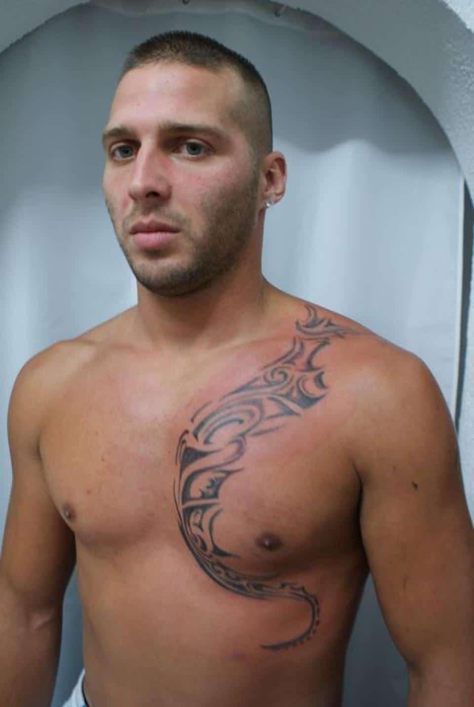 Un Tatouage Homme Torse Est Celui D Ordinaire Reserve Aux Pirates Et